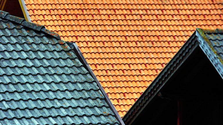 foto de três telhados